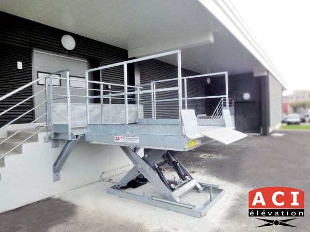 Table élévatrice de quai galvanisé