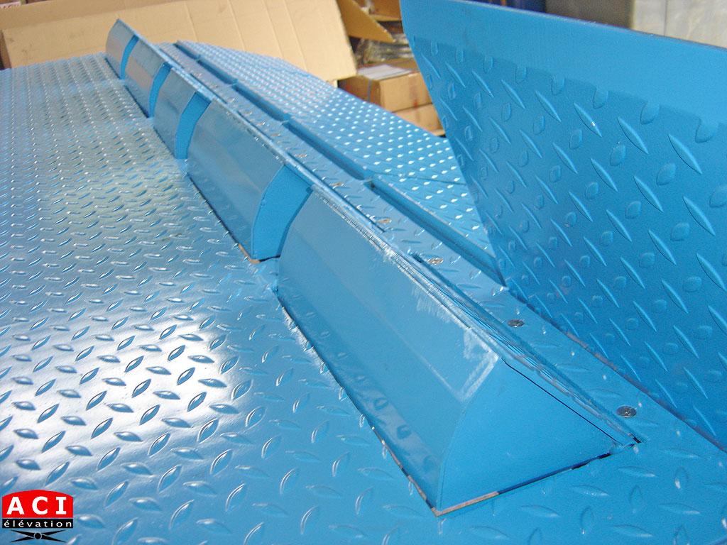 Table élévatrice de quai avec butées escamotables