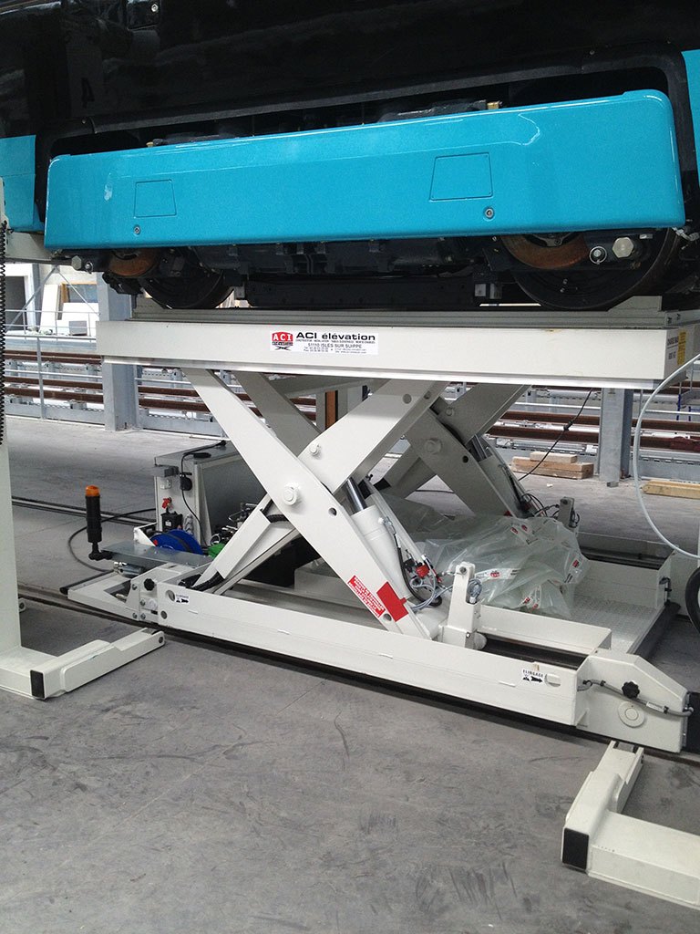 Table pour maintenance de tramway